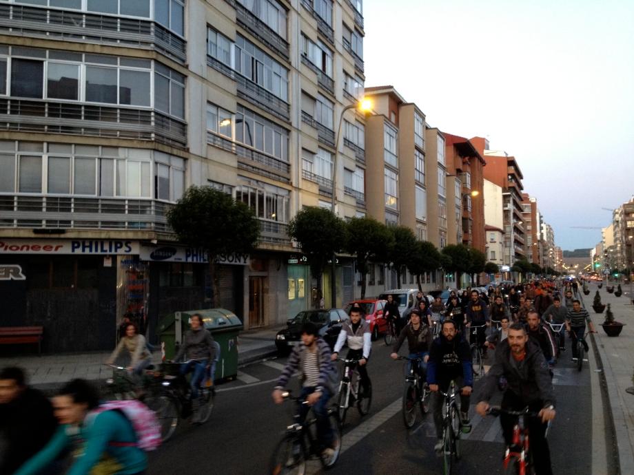 Bicicritica León 29 Marzo 2012 • Pasando por Fernandez Ladreda