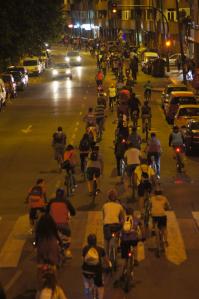 La bicicritica a su paso por el paseo Salamanca